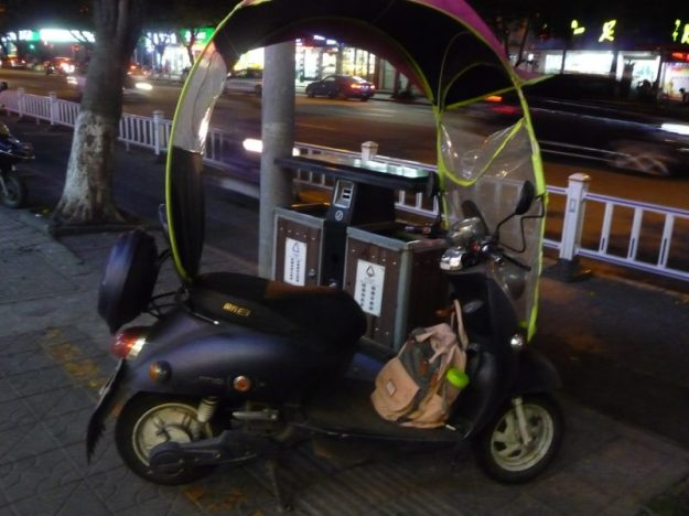The Bag and the Scooter, Wenzhou