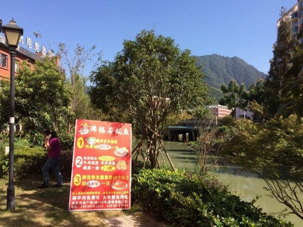 Lunch in an idyllic setting, Wenzhou, China