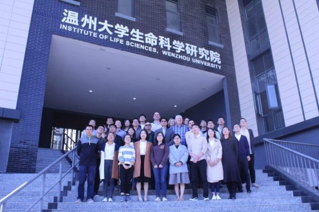 With the students of Wenzhou University