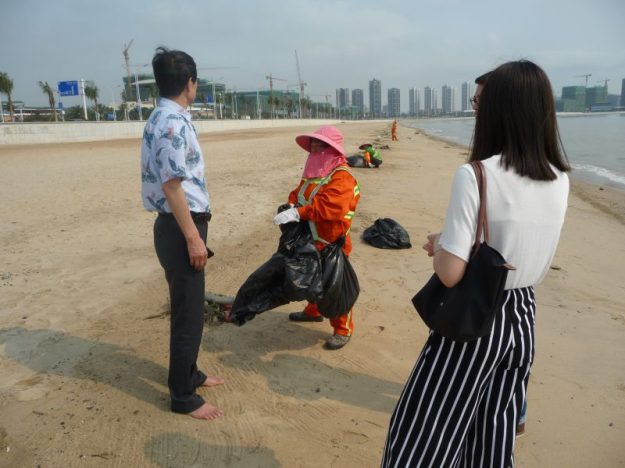 Beach cleaners of Zhuhai