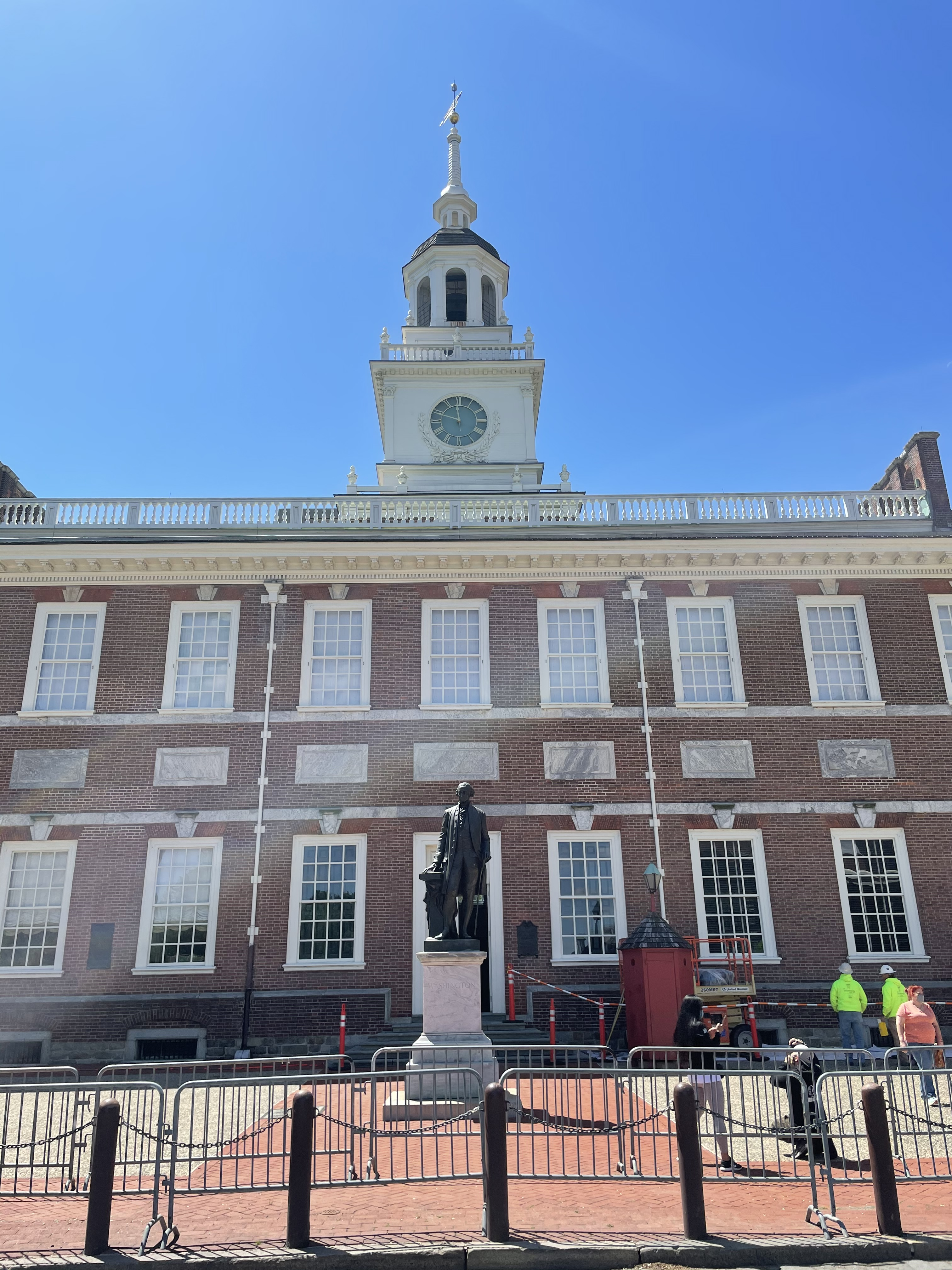 Statue of George Washington in front of Independence Hall